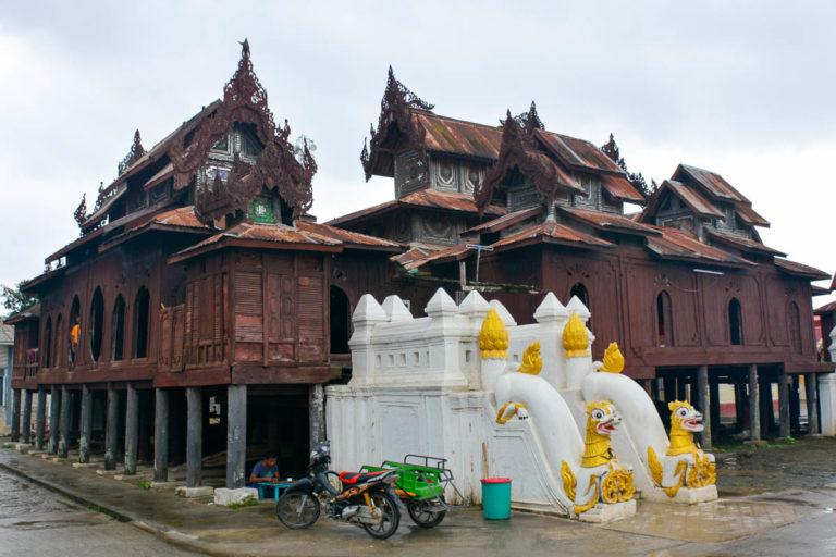 Klasztor Shwe Yan Pyay na peryferiach Nyaungshwe