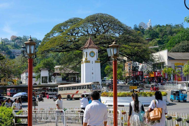 Budda widoczny z centrum Kandy