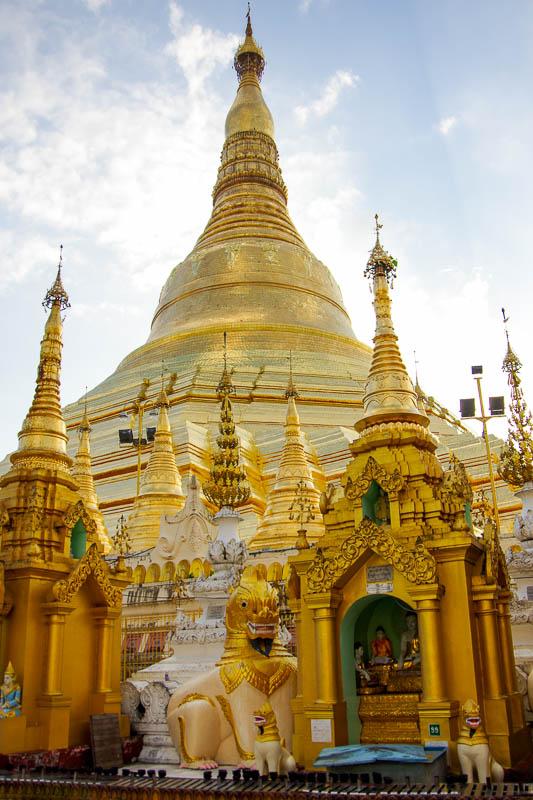 Shwezigon Pagoda w Rangun