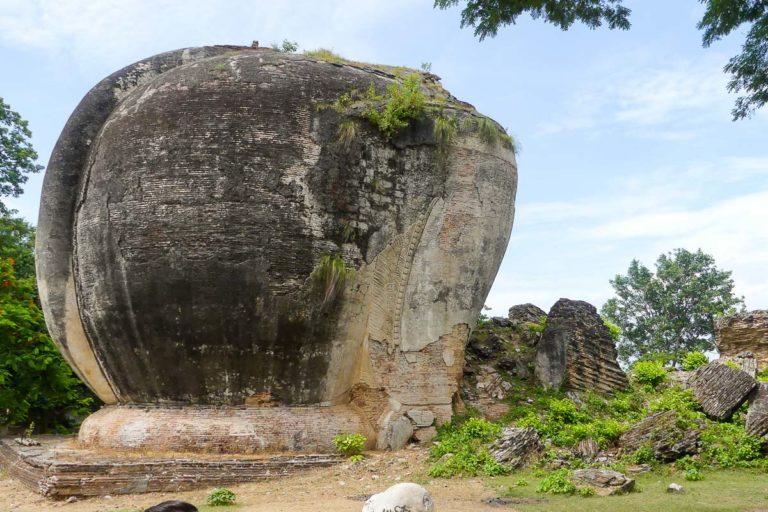 Pozostałości po kamiennych lwach - wejście do Mingun