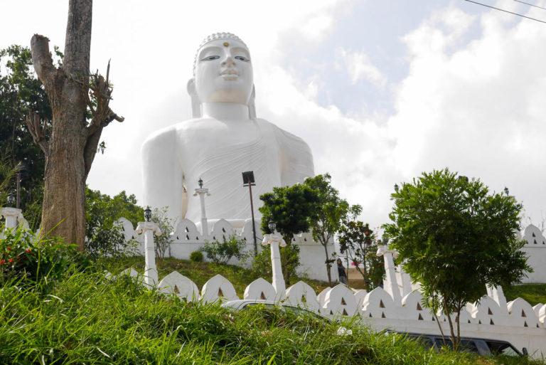 Rzeźba Buddy widoczna jest z wielu miejsc Kandy