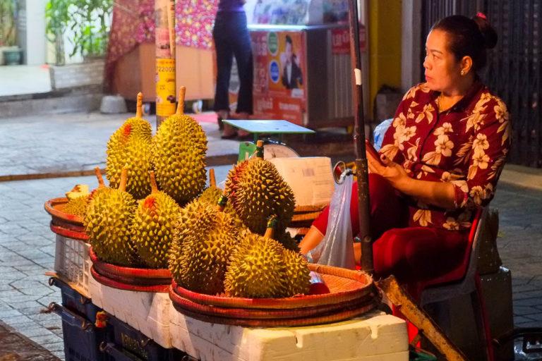 Sprzedawca duriana - króla owoców