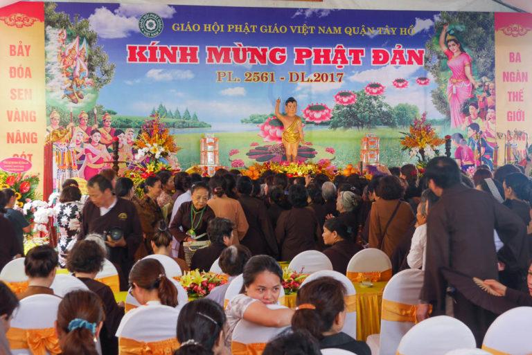 Święto w Tran Quoc przyciąga wielu mieszkańców Hanoi