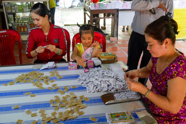 W Wietnamie do produkcji cukierków kokosowych dodaje się także duriany