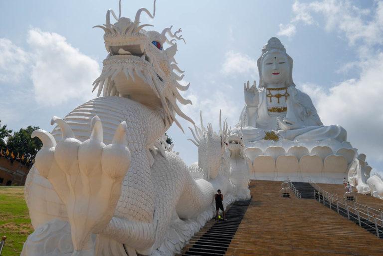 Bogini Guanyin i strzegący ją smok