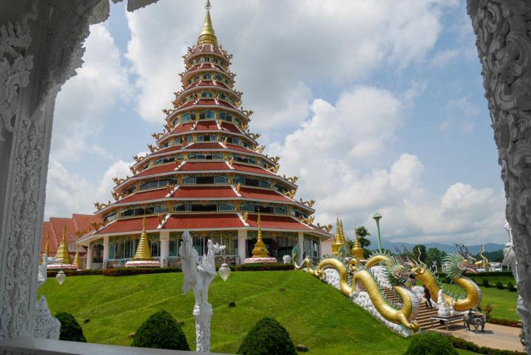 Kolorowa pagoda w stylu chińskim